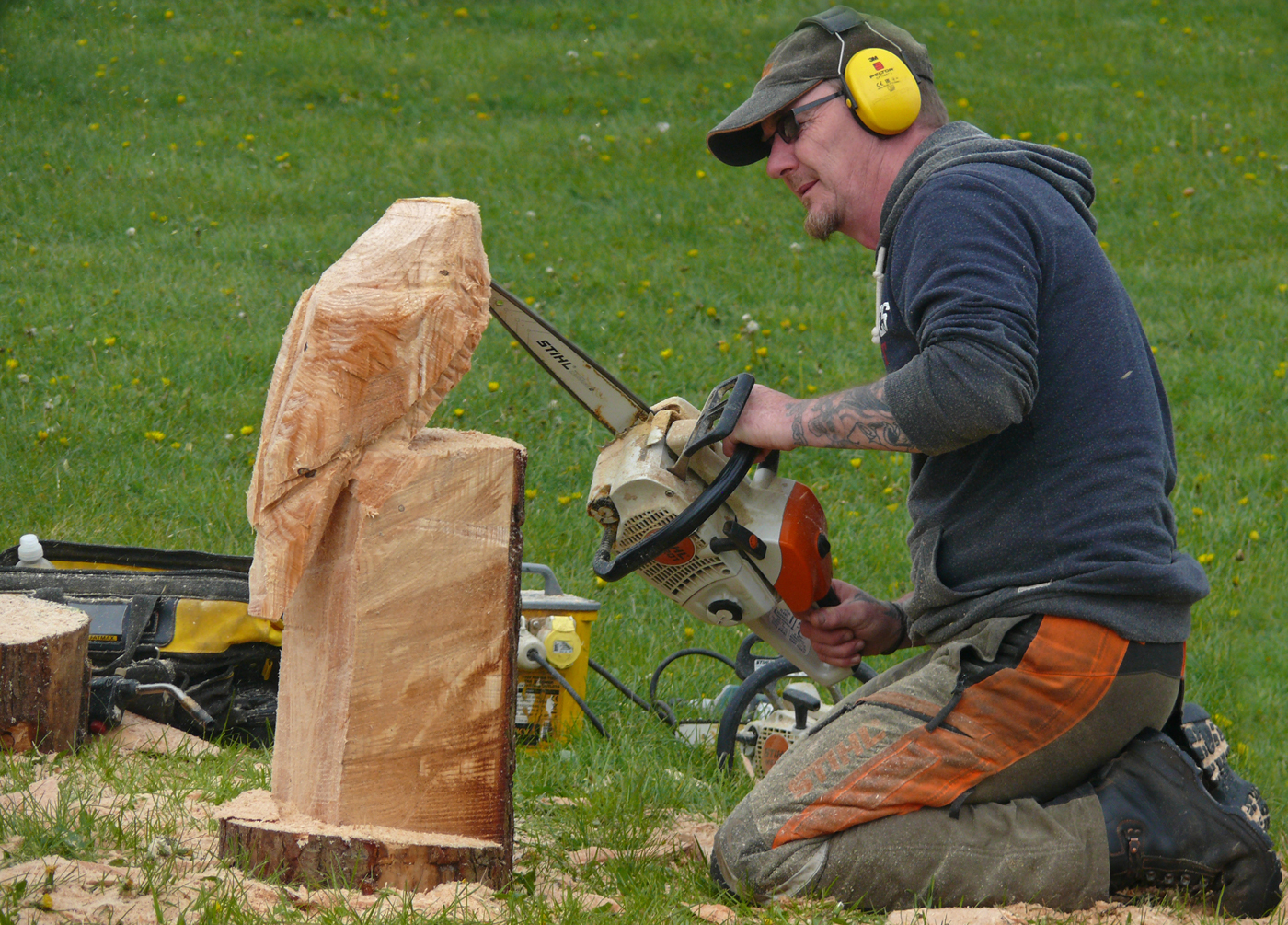 CHAINSAW SCULPTURE#Roger Greaves